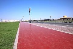 ضمن أعمال المرحلة الثانية التطويرية  أشغال الشارقة تقوم بإنشاء ممشى مطاطي للجري بطول 1.6 كيلو متر  يحيط بساحة الشهداء بمويلح